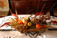 meal(0.0), flower arranging(0.0), christmas decoration(0.0), holiday(0.0), food(0.0), floristry(0.0), thanksgiving(0.0), christmas(0.0), flower(1.0), floral design(1.0), centrepiece(1.0), still life(1.0),