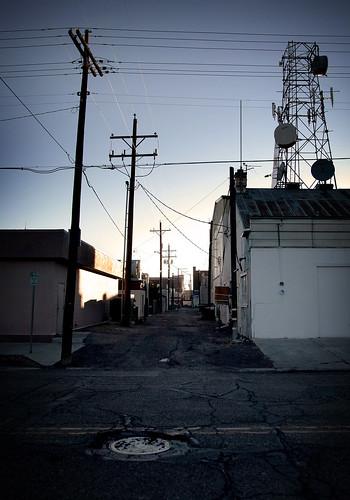 usa america downtown unitedstates dusk nevada powerlines alleyway elko satellitedishes sidestreet