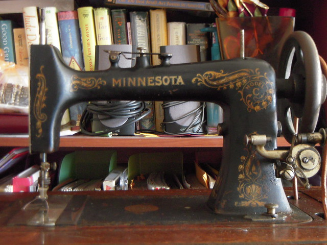 Vintage Singer Sewing Machine - $500 (Prior Lake, MN)