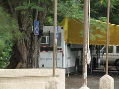 Bibliobus instalado en las afueras de la Biblioteca Nacional de Panamá