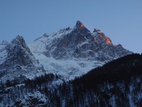 Thu, 2008-12-18 16:55 - In Les Ecrins.  Viewed from La Grave village, France.