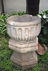 water feature(0.0), fountain(0.0), flowerpot(1.0), bird bath(1.0), stone carving(1.0),