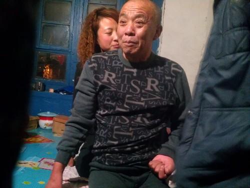 抗爭萌芽期的健將潘慶文,因為承受巨大的精神壓力而中風,生活起居必須靠家人照料。(林吉洋攝影)