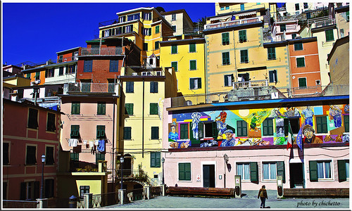 Life is colors in Manarola