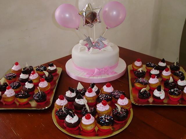 Torta y Cupcakes 15 Años   Flickr - Photo Sharing!
