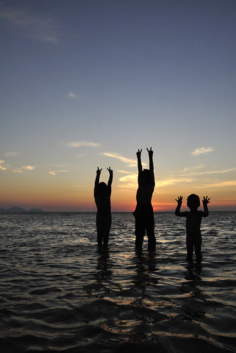 sunset beach silhouette kids children seaside malaysia lowtide penang 日落 malaisie 海边 夕阳 沙滩 pulaupinang 马来西亚 槟城 iledepenang kampungkualamuda givemeav