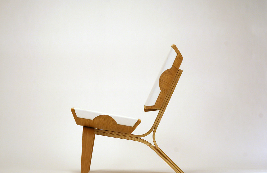 Kurven Chair: Side View
