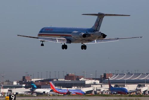 American Airlines N572AA