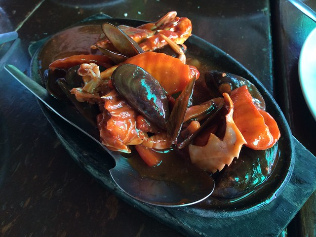 Sizzling mixed seafood - Leslie's Restaurant