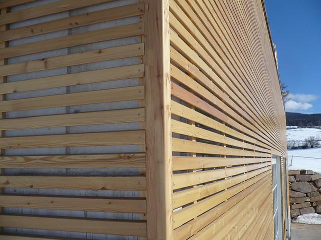 Particolare angolo del rivestimento a doghe in legno di la…  Flickr - Photo ...