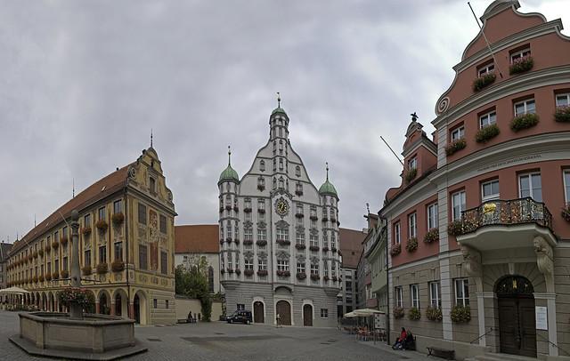 Memmingen - Blick vom Marktplatz auf  - Steuerhaus - Rathaus und die Großzunft -