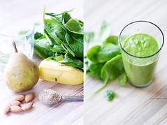 How To Make A Basic Green Smoothie (Video)