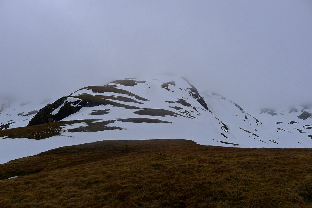 The ridge above Coire Dhubhchlair