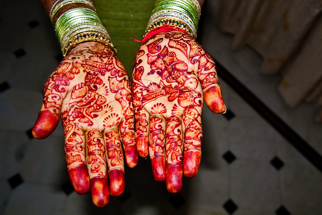 Mehndi Hands With Mobile : Henna hands flickr photo sharing