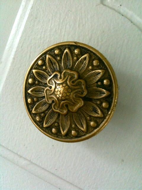current kitchen knob