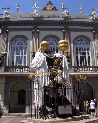 Monument a Francesc Pujols, Teatre-Museu Dalí, Figueres