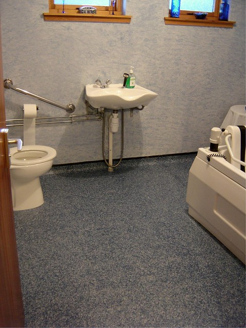 Vinyl non slip resistant vinyl vynil lino floor in assisted bathroom nursing care home by iona for Slip resistant bathroom flooring