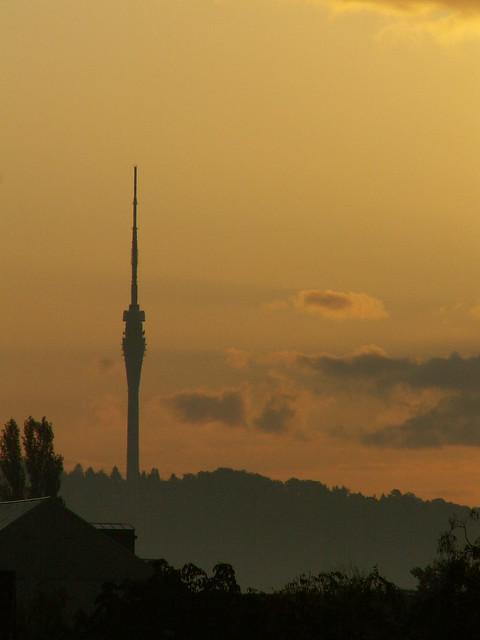 sonnenaufgang in Dresden der Lenz und Morgenröte am Fernsehturm 111