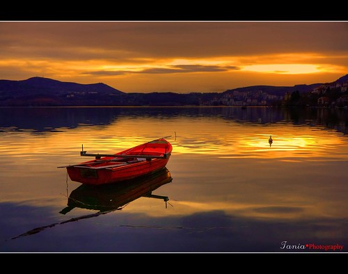 sunset red mountain lake art water canon landscape boat spring explore frontpage kastoria buoyant 400d saariysqualitypictures sailsevenseas taniakoleska peregrino27newvision