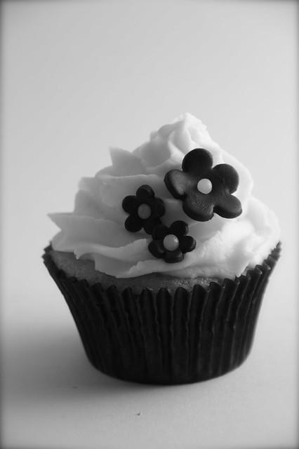 Black And White Cupcake Images : 4427395951_687f09c8ab_z.jpg