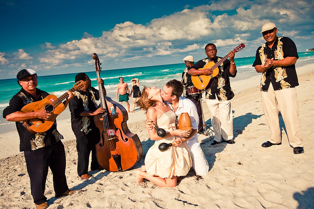 Cuban bachata con rusos recién casados