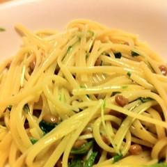 spaghetti alle vongole(0.0), produce(0.0), pici(0.0), chinese noodles(0.0), capellini(0.0), carbonara(0.0), spaghetti alla puttanesca(1.0), vegetarian food(1.0), bucatini(1.0), spaghetti(1.0), pasta(1.0), clam sauce(1.0), spaghetti aglio e olio(1.0), linguine(1.0), fettuccine(1.0), food(1.0), dish(1.0), european food(1.0), bigoli(1.0), cuisine(1.0), chow mein(1.0),