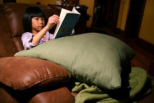 Qiqi Reading 11-24-09 IMG_9901