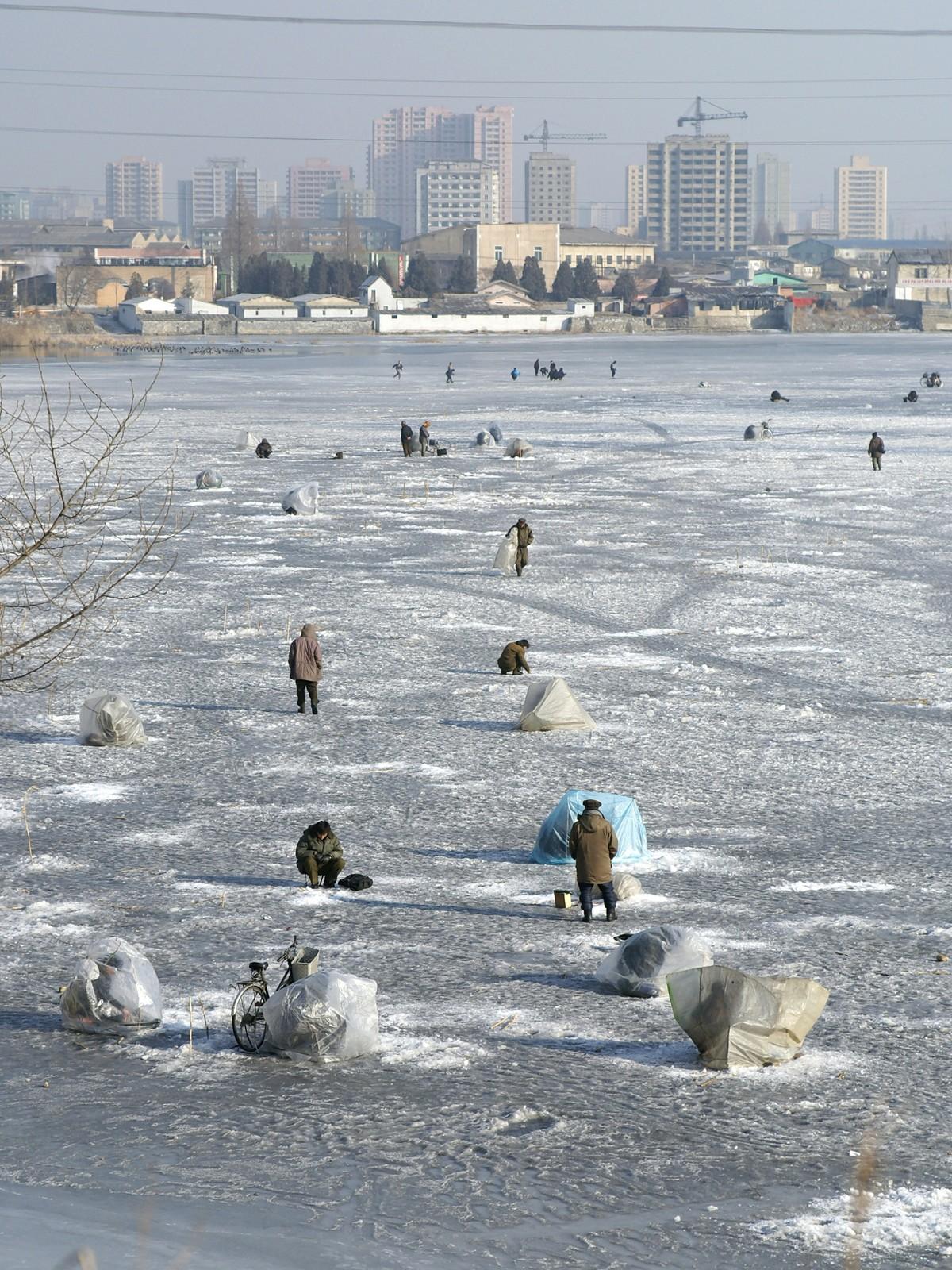 Ice fishing, Pyongyang