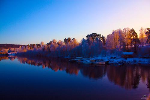 trees winter light sunset lake reflection water landscape sweden bluesky scandinavian fireonthewater platinumphoto panoramafotográfico dalarnalän