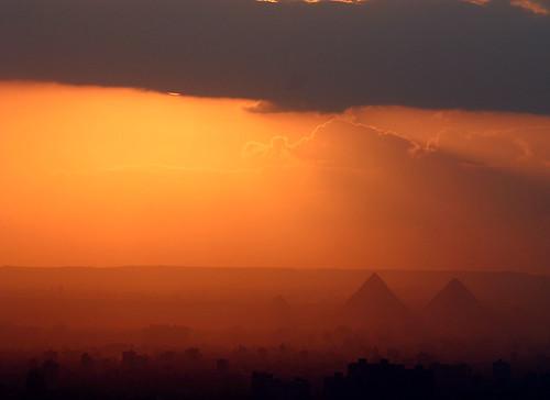 city sunset sun sahara clouds shadows dusk egypt cairo citylandscape giza město západslunce stíny mraky soumrak slunce mokattam libyandesert gíza muqqattam káhira libyjskápoušť městskákrajina