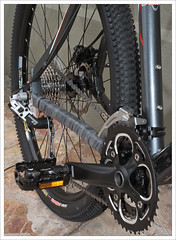 tire, road bicycle, wheel, vehicle, rim, groupset, bicycle wheel, bicycle frame, bicycle, spoke,