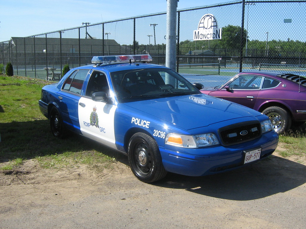 2008 ford crown victoria rcmp car with retro paint scheme