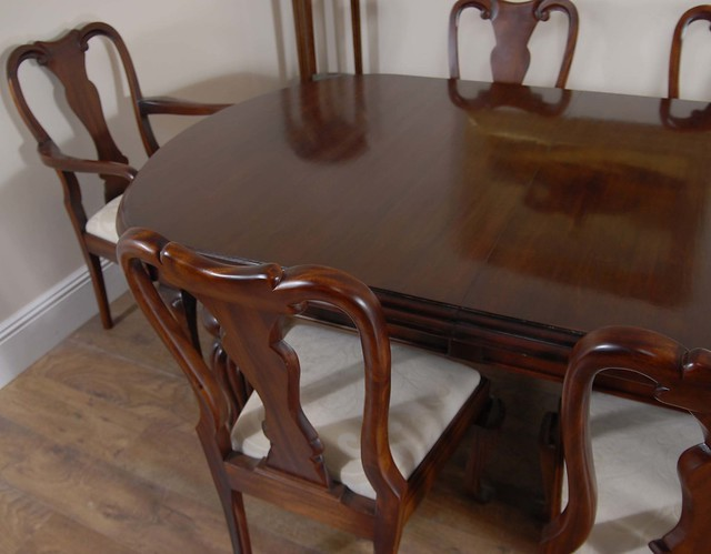 Mahogany English Victorian Dining Table amp Queen Anne  : 4112620631df84006c02z from flickr.com size 500 x 390 jpeg 95kB