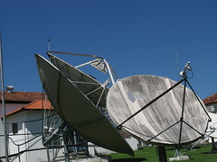 sail(0.0), vehicle(0.0), mast(0.0), wind(0.0), watercraft(0.0), boat(0.0), radio telescope(1.0), antenna(1.0),