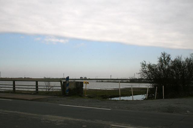 En sortie de Marans (17) sur la N137 Inondations Xynthia (4 Mars 2010)