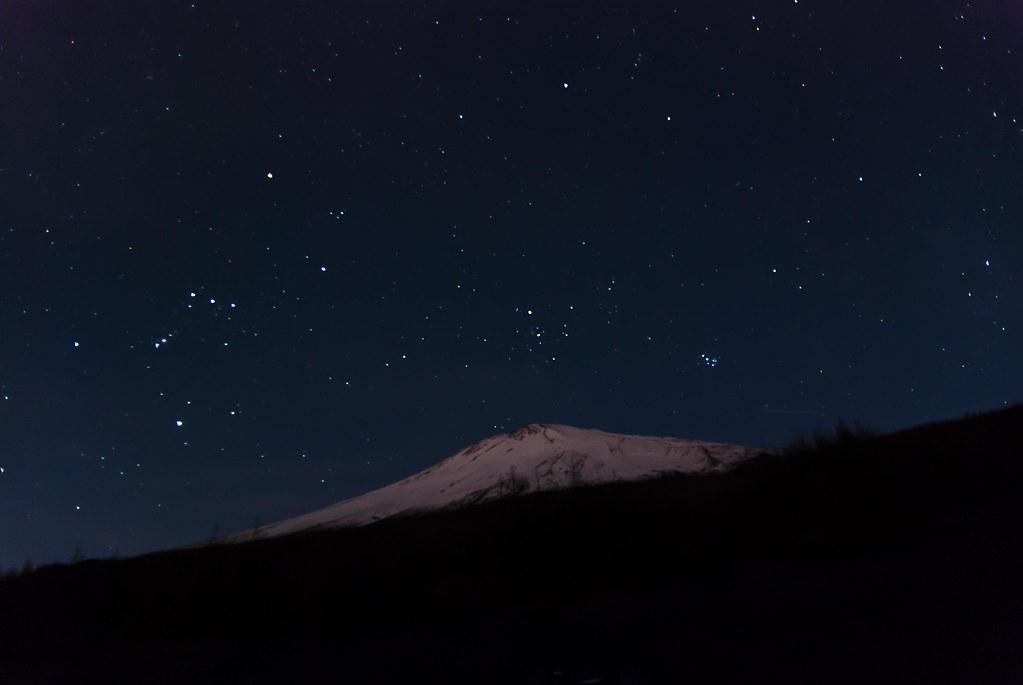 2013.11.08 富士山に沈みゆくオリオン座とプレヤデス星団
