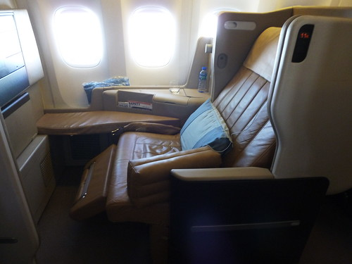Singapore Airlines Boeing 777-300ER Business Class Seat