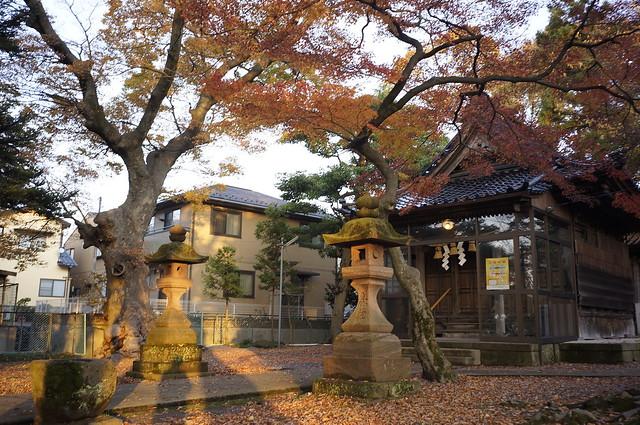猿丸神社にて