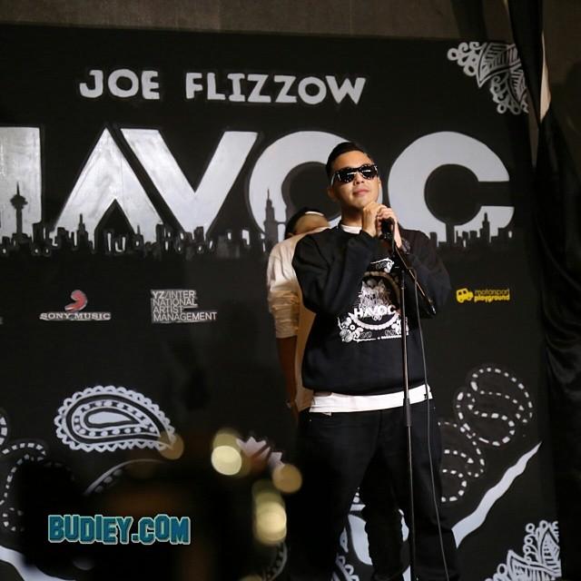 @flizzow menjemput ramai artis hip hop utk menjayakan album rap pertama dalam Bahasa Melayu. Antaranya @sonaOne #havoc