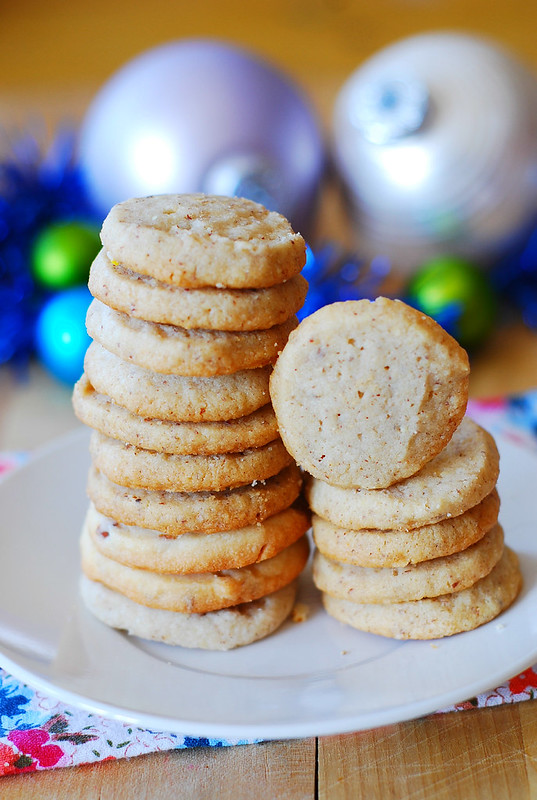 Pecan shortbread cookies - Christmas cookies, holiday baking, food blog