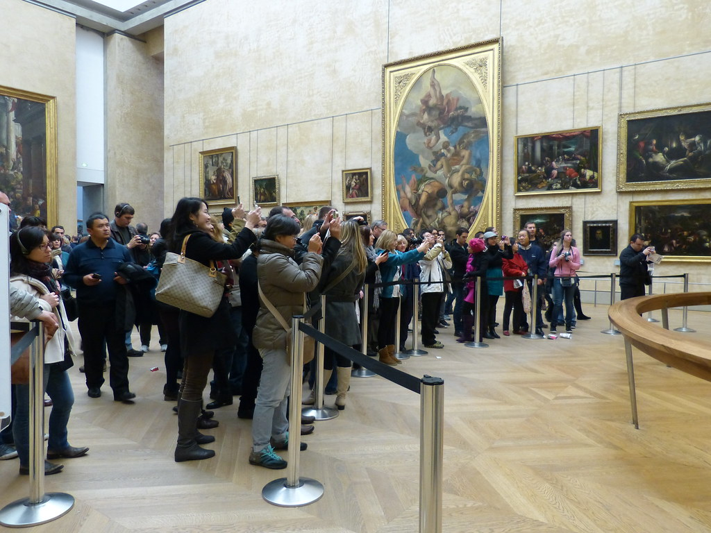 Taking pictures of Monna Lisa