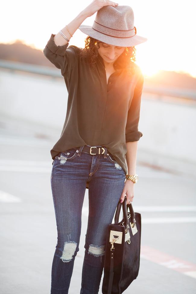 6267f3291bd87 everlane-round-collar-silk-blouse-10
