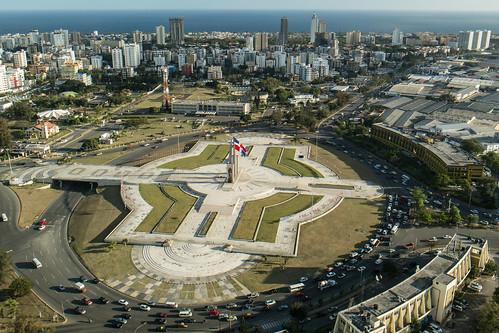 Plaza de la Bandera, Santo Domingo by mdelcid