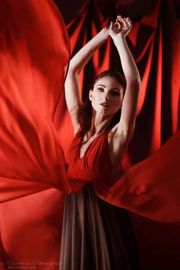 Alesya_red_dress_03