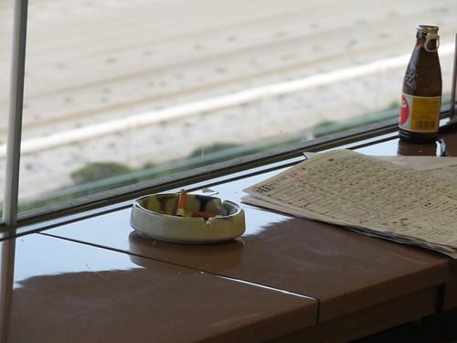 佐賀競馬場の指定席の灰皿