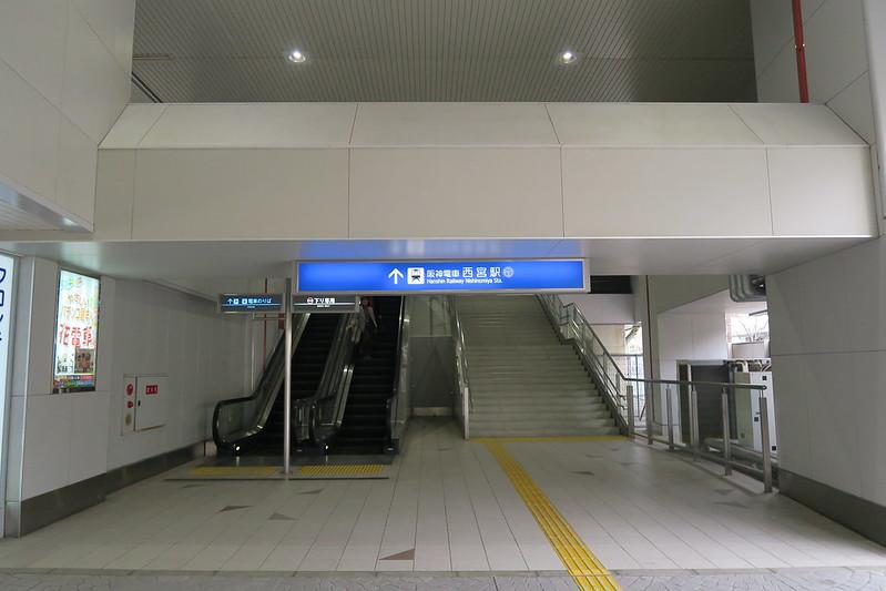 阪神西宮站東口,這裡不是主要出口,人潮非常少