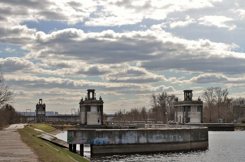 Gateway No. 8 on the Moscow-Volga channel