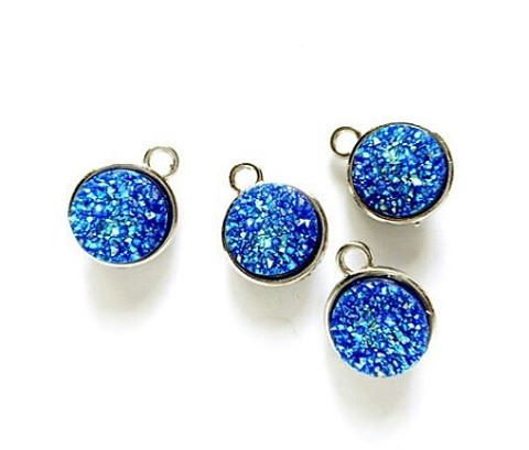 Resin druzy pendant/charms. #supplies #supplier #jewelrymakers #resin #resindruzy #druzy #jewelrymaking #jewelrydesigner #diyjewelry #etsy #etsyshop #jewelry #handmadejewelry #handcraftedjewelry #instajewelry #create #jewelrymaker #making  #diy #etsyfinds