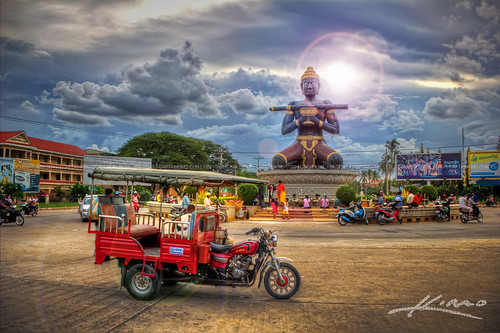 King-Kron-Nhong-Black-Statue-with-Staff-Battambang-Cambodia