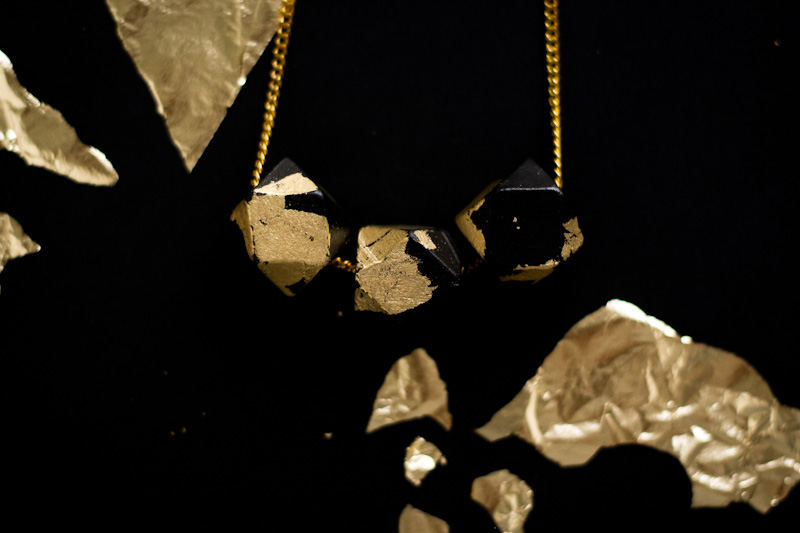 DIY - Gold and black faceted necklace